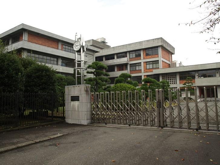 清泉女学院中学・清泉女学院高校の制服