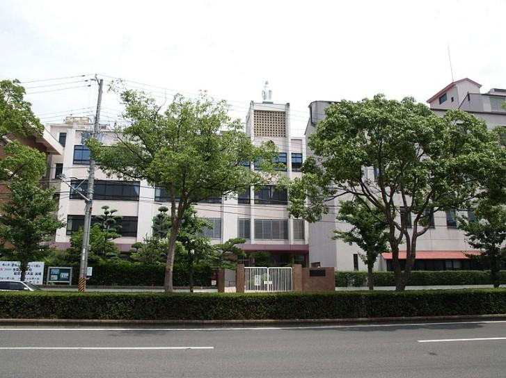 和歌山信愛中学校・和歌山信愛高校の制服