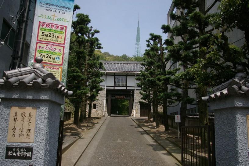 松山東雲中学校・松山東雲高校の制服