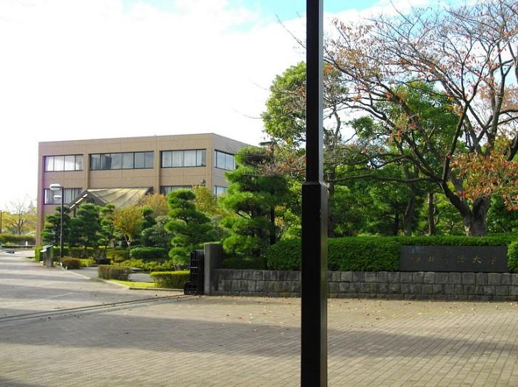神田外語大学の制服