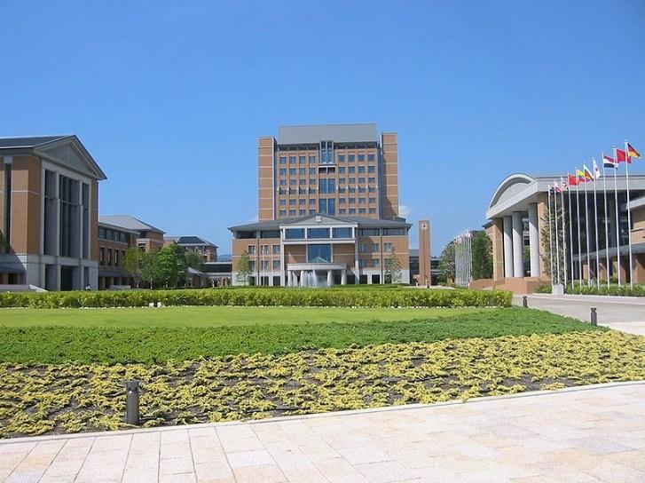 関西外国語大学同短期大学部の制服