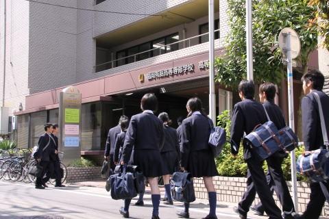 福岡有朋高校の制服