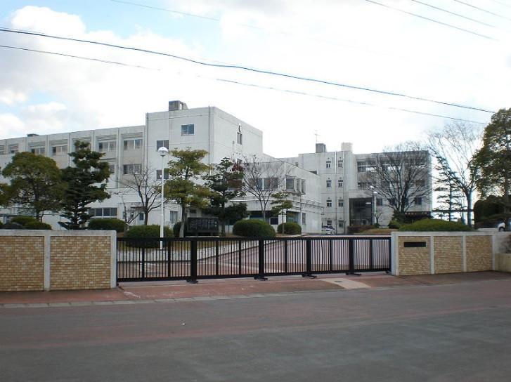 愛知県立桃陵中学校の制服