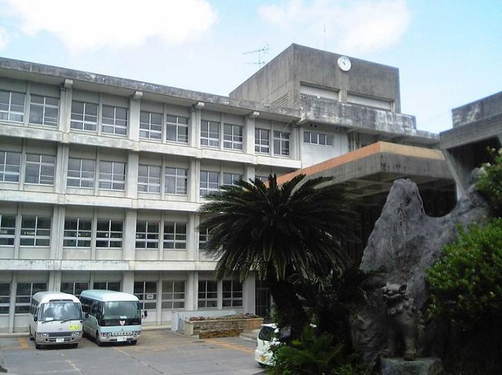 沖縄県立浦添工業高校の制服
